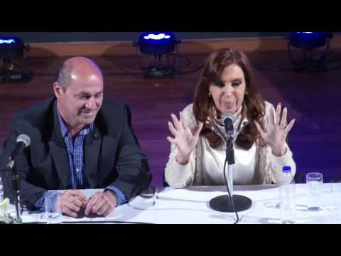 Cristina Kirchner en el cine teatro municipal de Ensenada.