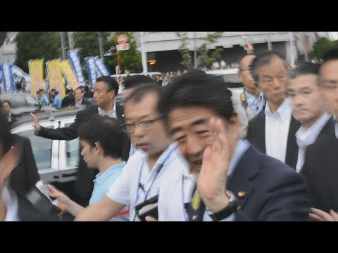 High 5 from Prime Minister Abe in Akihabara - July 1 2017