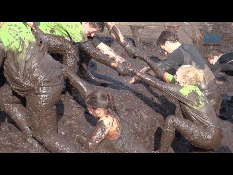 Tough Mudder Hamburg: Tausende wühlen im Dreck