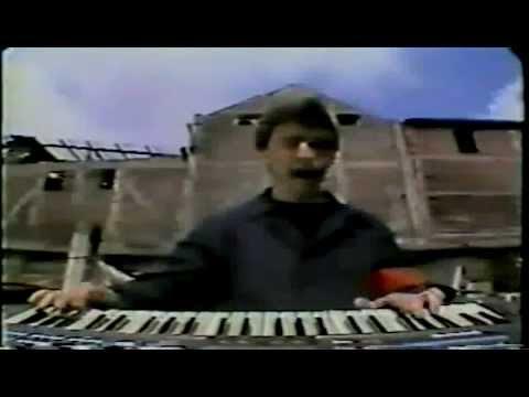 Los Prisioneros - Muevan las Industrias (Oficial Video) Alta Calidad