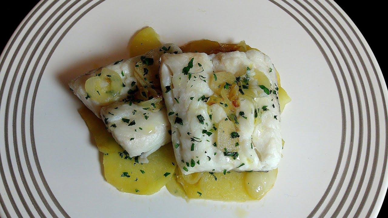 Merluza al horno con patatas panadera recetas de pescado - Merluza rellena de marisco al horno ...