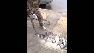 АРЕНДА ОТБОЙНОГО МОЛОТКА - ЩЕРБИНКА kompressora-arenda.ru Tel.8-926-706-14-35(, 2015-11-24T16:52:51.000Z)