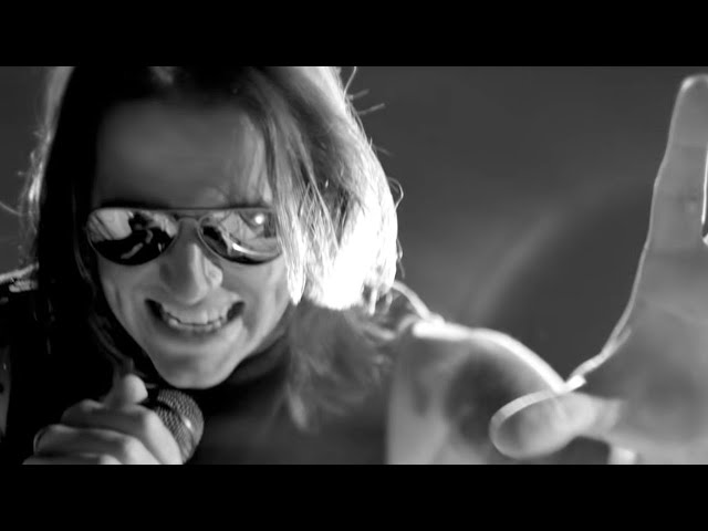 Avenged Sevenfold - Hail To The King (Official Music Video)