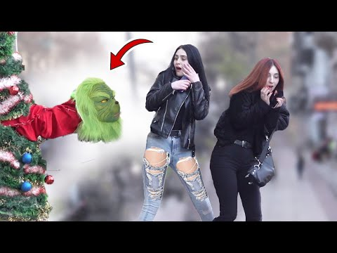Grinch in The Christmas tree Scare Prank - New Year's joke