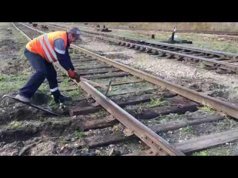 Профессиональная зашивка костылей  на железнодорожном пути