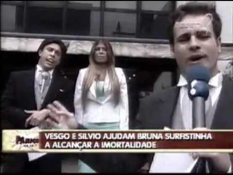 pânico-na-tv---repórter-vesgo-e-sílvio-levam-bruna-surfistinha-na-academia-brasileira-de-letras