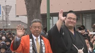 大相撲初場所で初優勝し、第72代横綱に昇進した稀勢の里関(30)=...