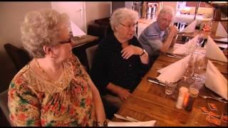 Bossche KermisTV - Bonte en de Vaan eten met ouderen bij Restaurant Kek