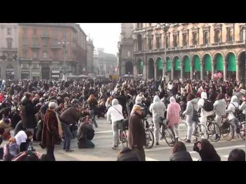 Flashmob 02/03/2013 Milano Piazza del Duomo circa 1000 persone