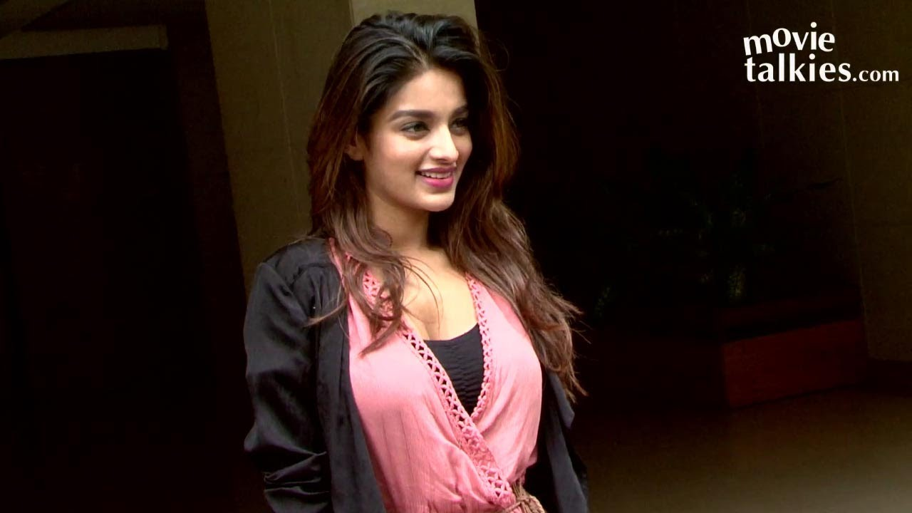 Download Munna Michael Actress Nidhhi Agerwal Spotted In Bandra