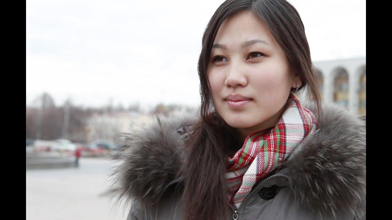 Kirguistán Meerimallanando para hermanas en de camino sus La historia el roedCxB