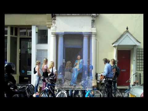 The Celebrity Tour of Notting Hill (Featurette)