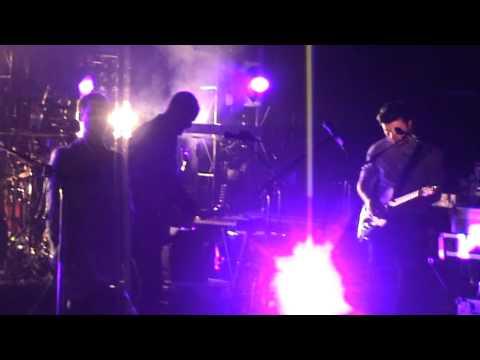 WHITE LIES - Peace & Quiet [23-03-2011, Live At La Cigale, Paris]