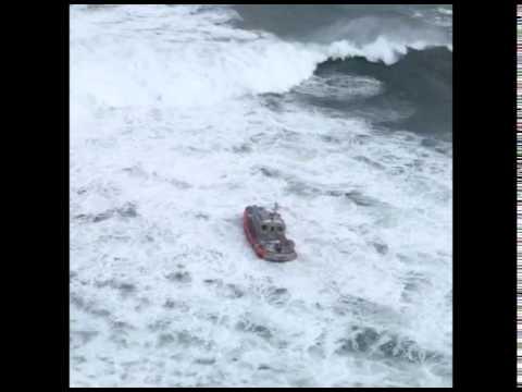 US Coast Guard Treated to Heavy Waves in Training Exercise Off Massachusetts Coast
