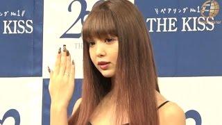 2016年10月20日公開。ジュエリーブランド「THE KISS」の新CM発表会が行われイメージキャラクターをつとめるモデルの藤田ニコルさんが出席しました。 イベントでは普段 ...