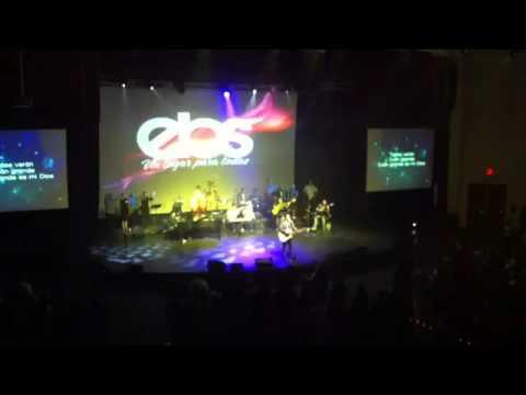 Ben-Hur cantando en la Iglesia con Guitarra Taylor