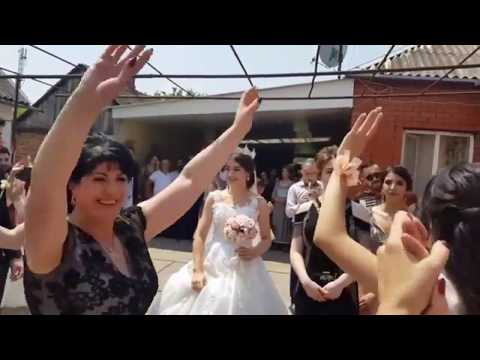 Танцы у дома невесты / Традиционная армянская свадьба / Невеста выходит к жениху / Свадьба в Ереване