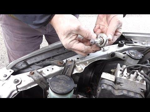Toyota Rav4 Headlight Bulb Change Youtube
