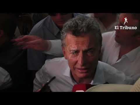 Tras inaugurar laescuela en Pluma de Pato, Macri habló con la prensa