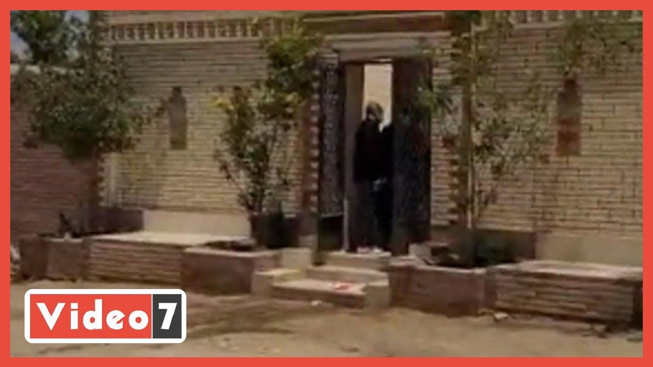 شقيق سمير غانم وشقيقتها يزوران مقبرة الفنان الراحل  - 12:56-2021 / 6 / 11