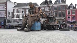 De Reuzen van Royal de Luxe in Leeuwarden