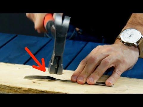 видео: Молотком хорошенько распрямляем вилку. Такого точно нет ни у кого!