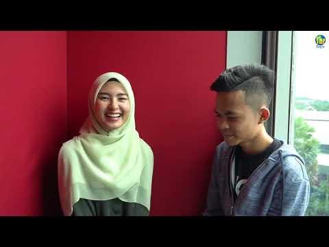 Wany Hasrita & Tajul main teka lagu.