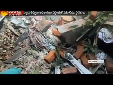 Two Floor Building Collapse in Vijayawada || 2 Injured