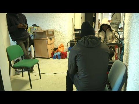 Une Soixantaine De Migrants Passe Noël à La Fac De Grenoble
