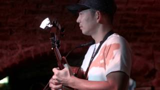 Jake Shimabukuro - While My Guitar Gently Weeps, live at The Cavern, Liverpool.