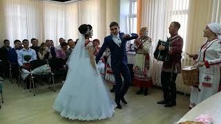 Чувашская свадьба в Чебоксарах: народные танцы, песни и национальный напиток