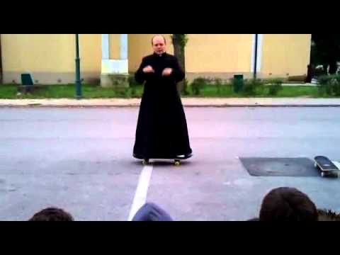 Cha xứ trổ tài trượt ván - Pastor skaters
