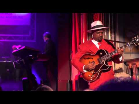When You Love Somebody - Nick Colionne at 6. Augsburg Smooth Jazz Festival (2015)