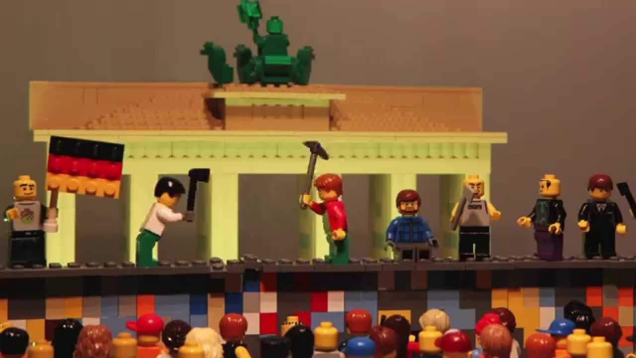Val van de berlijnse muur in lego youtube - Muur van de ingang ...