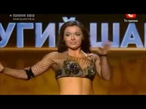Alla Kushnir dançado em cima do Debark - instrumento