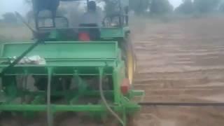 फिल्ड मार्शल कृषि यत्रं 9896782070 हिसार हरियाणा बी टी कोटन सिड ड्रिल मशीन