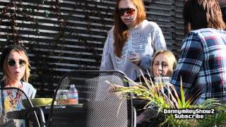 Download Miley Cyrus eating lunch with her family ( December 30 , 2011 ) MP3 song and Music Video