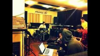 Kallay Saunders live band rehearsal (unplugged) Alex Clare Too Close