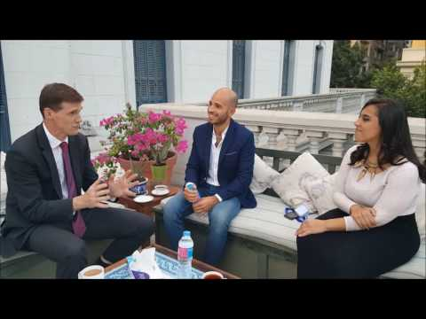 Ambassador John Casson speaks with 2 Chevening Award Winners from Egypt