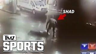 Ex-wwe Star Shad Gaspard — Footage Of Armed Robbery, Suspect Body Slammed | Tmz Sports
