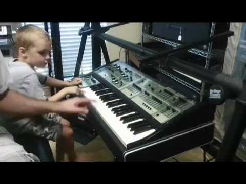 """Roland SH-7 Synthesizer used a """"Spaceship"""" by 4 year-old"""