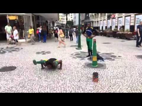 Curitiba Brazil street performers Contortionist TRAVEL BLOG