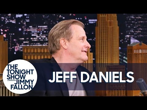 """Jeff Daniels Reacts to Kendall and Kylie Jenner's """"Dumb and Dumber"""" Met Gala Outfits"""