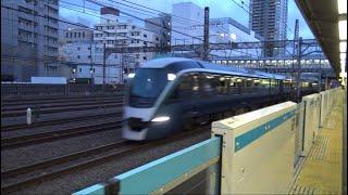 鶴見駅前を通過していく特急サフィール踊り子E261系と相鉄JR直通線12000系