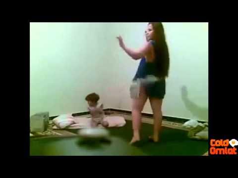 ترقص امام طفلها عارية بدون ملابس داخلية  ra9s 97ab 9hab maroc l