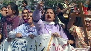 Pakistan'da Hristiyan mahallesi kundaklandı