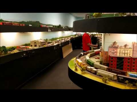 MODEL TRAINS RUN WITH SMARTPONES