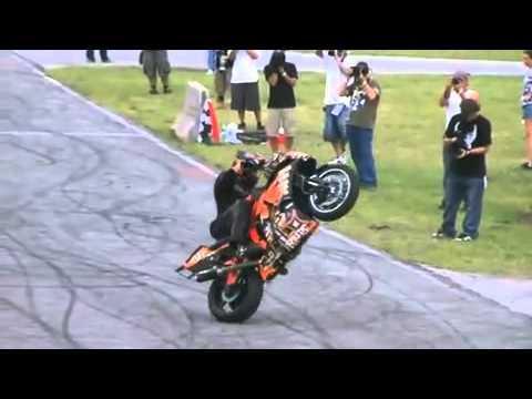 bốc đầu xe máy