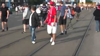 Euro 2012 Bagarre Tres violentes hooligans russe polonais HD