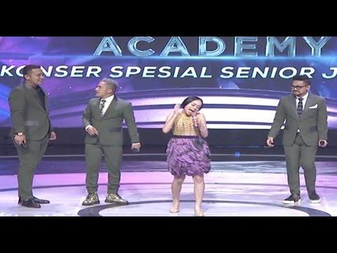 Lucunya Lesti Tiru Gaya Bernyanyi Rita Sugiarto (D'Academy 4 Konser Spesial Senior Junior)